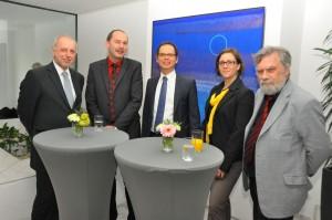 Von links nach rechts: Ich; Prof. Dr. Martin Reckenfelderbäumer, Rektor der wissenschaftlichen Hochschule Lahr; Prof. Dr. Michael Klebl, Prorektor, Leiter des Institut für Fernstudium in der Weiterbildung (IFW); Mag. Verena Liszt, wissenschaftliche Mitarbeiterin des IFW; Prof. Dr. Norbert Seel
