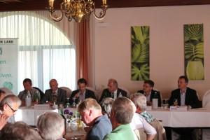 """Podium der Veranstaltung """"Breitbandinternet in Karlstetten"""". Foto DI Artur Riegler"""