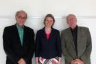 Peter Baumgartner, Stefanie Konzett-Smoliner, Josef Hochgerner (von links nach rechts) nach der erfolgreichen mit Auszeichnung bestandenen Promotion (23.6. 2015)